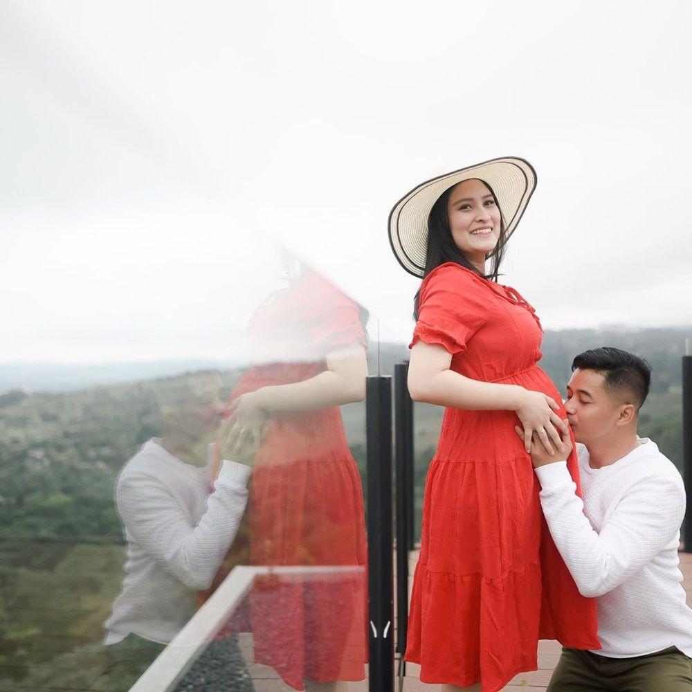 Dituding Lakukan KDRT, 9 Bukti Romantisnya Adly Fairuz & Angbeen Rishi