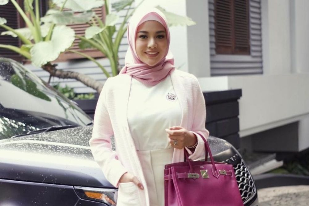 Deretan Pesona Aurel Hermansyah Kenakan Hijab, Adem Banget!