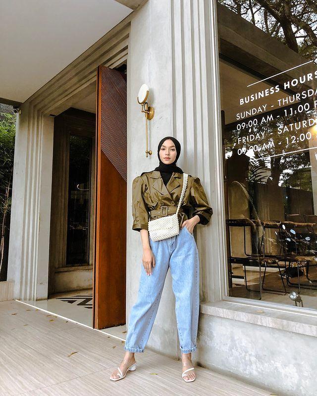 Inspirasi Padu-padan Outfit Puff Sleeves untuk Perempuan Hijab
