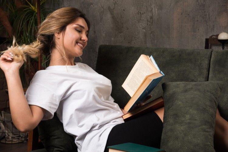 Mainkan Fantasimu Lewat 10 Rekomendasi Novel Dewasa Ini!