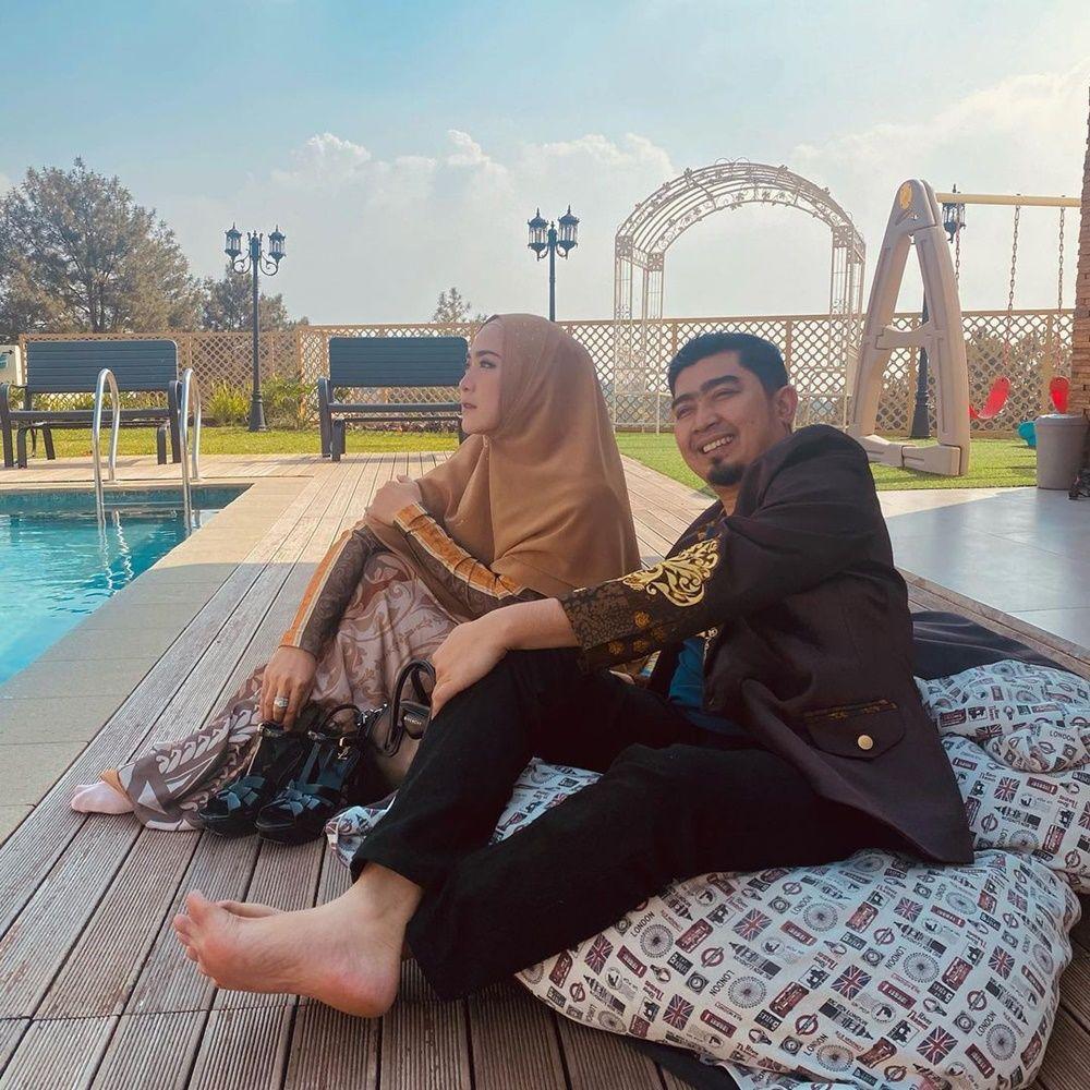 Kisah Cinta Ustaz Solmed & April Jasmine, Bukti Setia Saat Suka Duka
