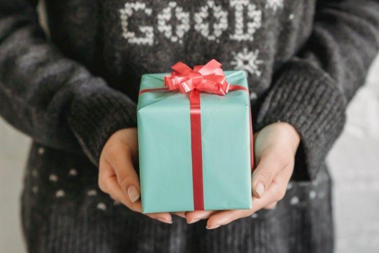 Tunjukkan Kasih Sayang, Ini 10 Rekomendasi Hadiah untuk Mertua