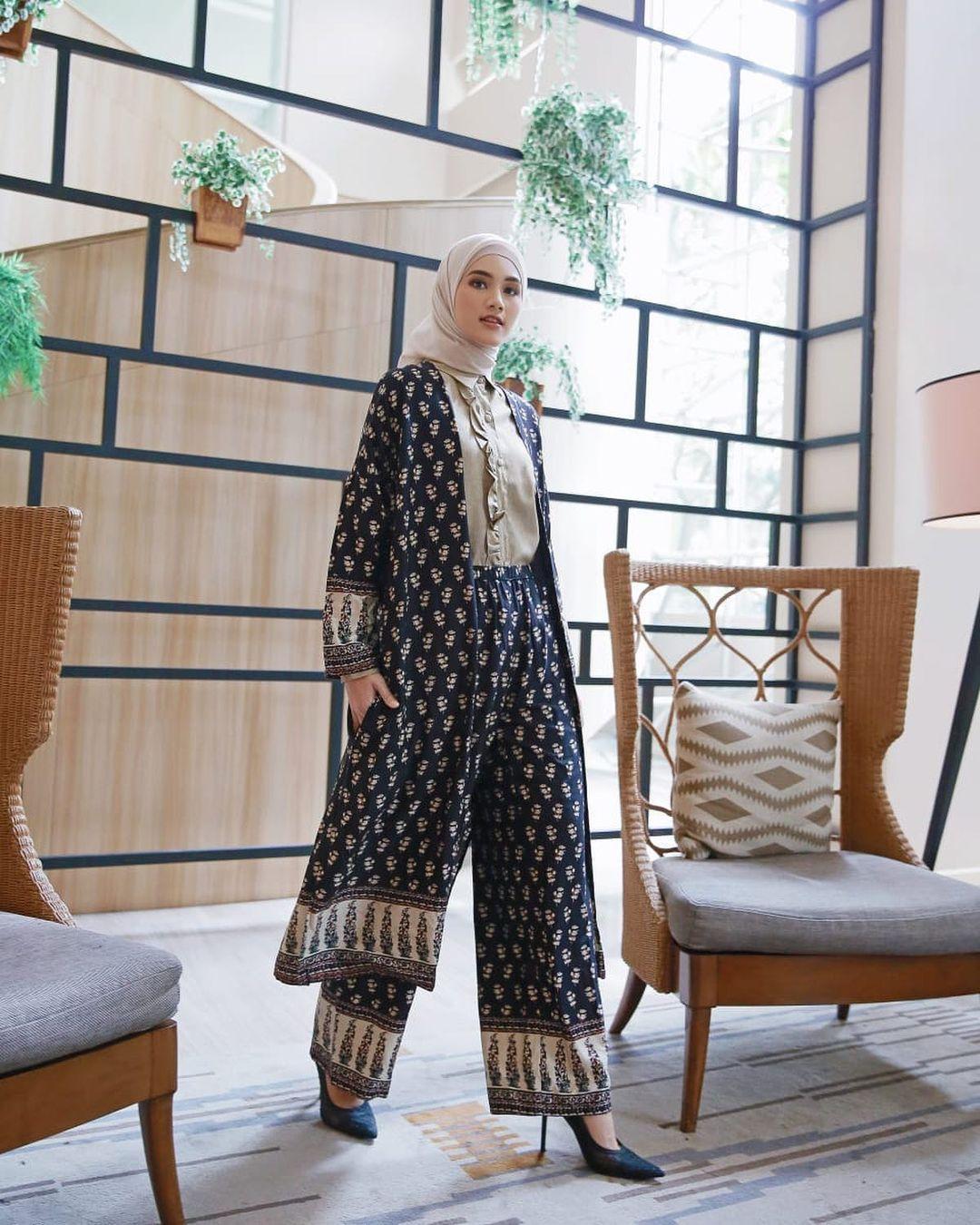 Tips Padu-padan Outfit Hijab dengan Celana untuk OOTD Lebaran