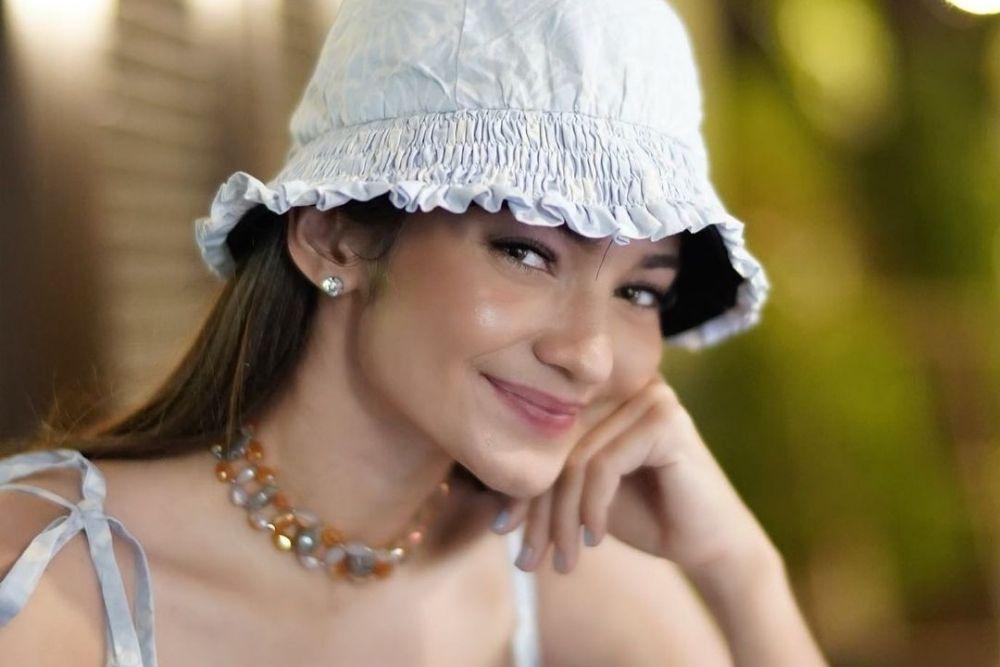 7 Potret Enzy Estoria, Presenter Cantik Berdarah Blasteran