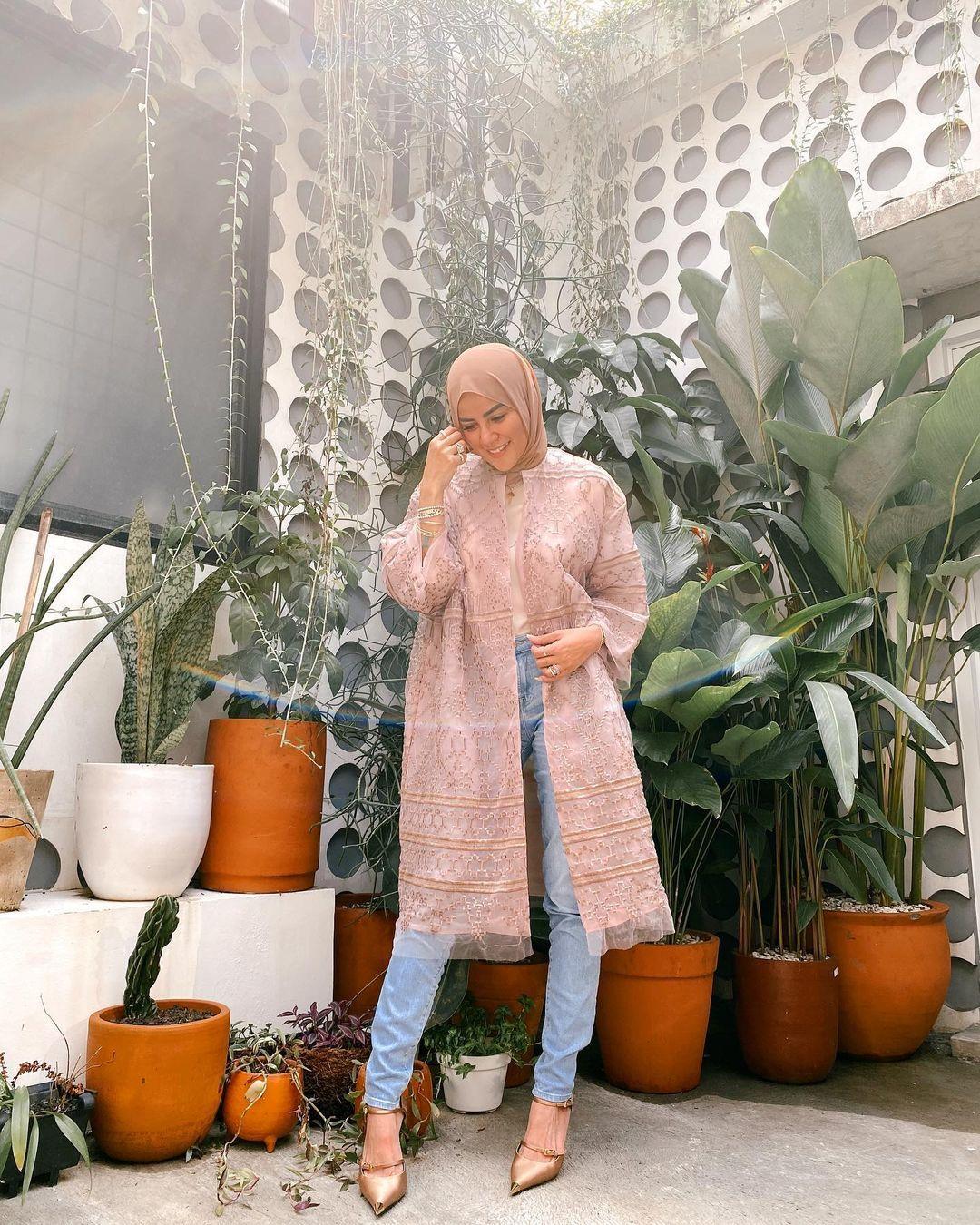 Sambut Hari Raya, Intip Inspirasi Baju Lebaran Para Artis