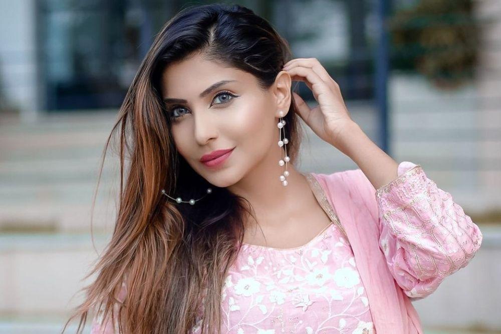 Pesona Seleb Bollywood yang Memeluk Agama Islam