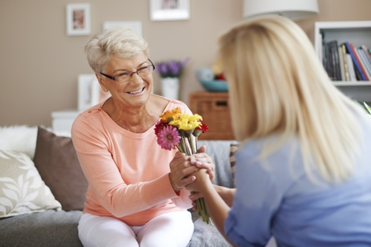10 Ucapan Ulang Tahun untuk Mertua Agar Kamu Makin Disayang