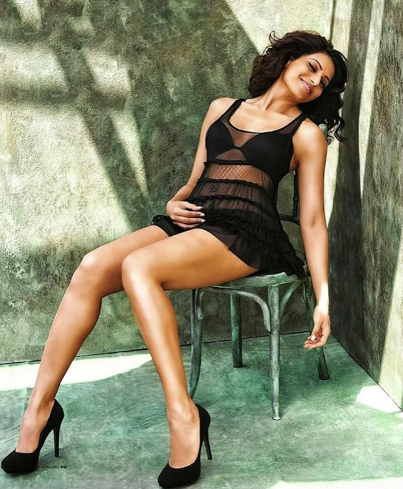 Hobi Main Film Panas India, Intip Gaya Seksi Bipasha Basu