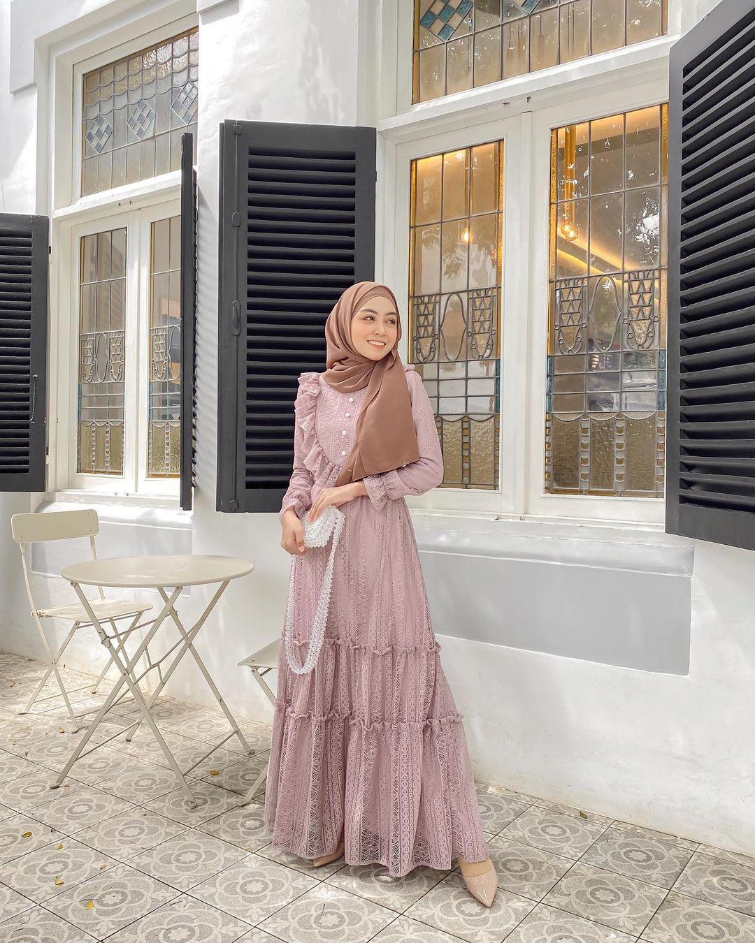 Inspirasi Model Dress Hijab Kekinian untuk Cewek Hijabers