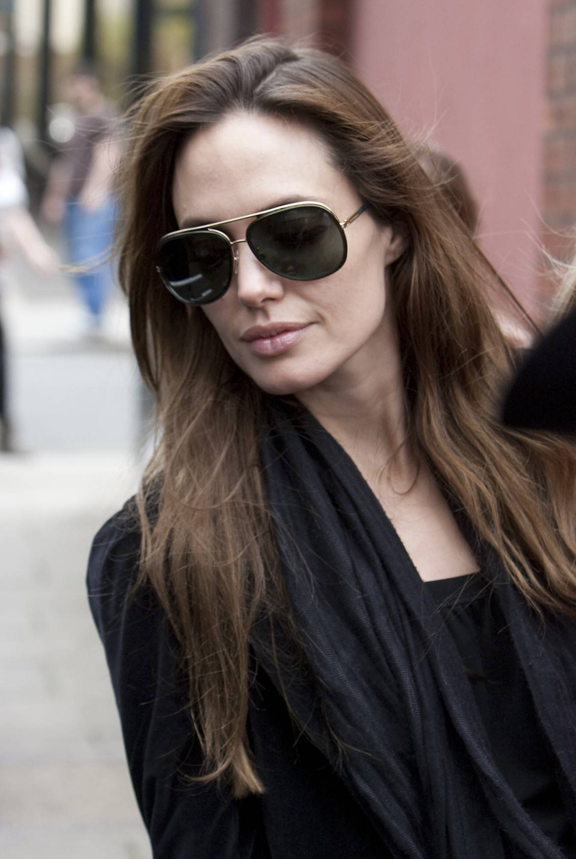 Tips Memilih Kacamata Hitam Sesuai Bentuk Wajah