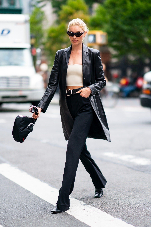 Tips Padu-padan OOTD dengan Celana Hitam, Gaya Keren hingga Feminin