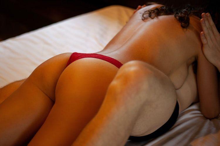 4 Posisi Seks Ini Bisa Membantu Penis Tetap Ereksi dan Keras