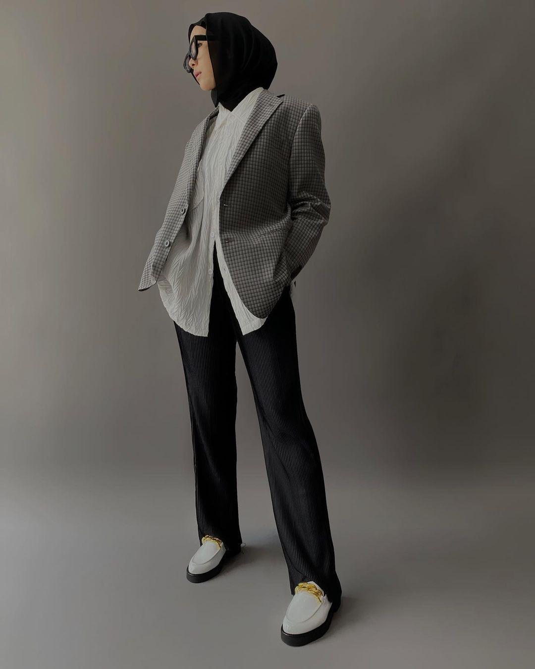 Deretan Fashion Item untuk Cewek Hijab yang Ingin Tampil Boyish