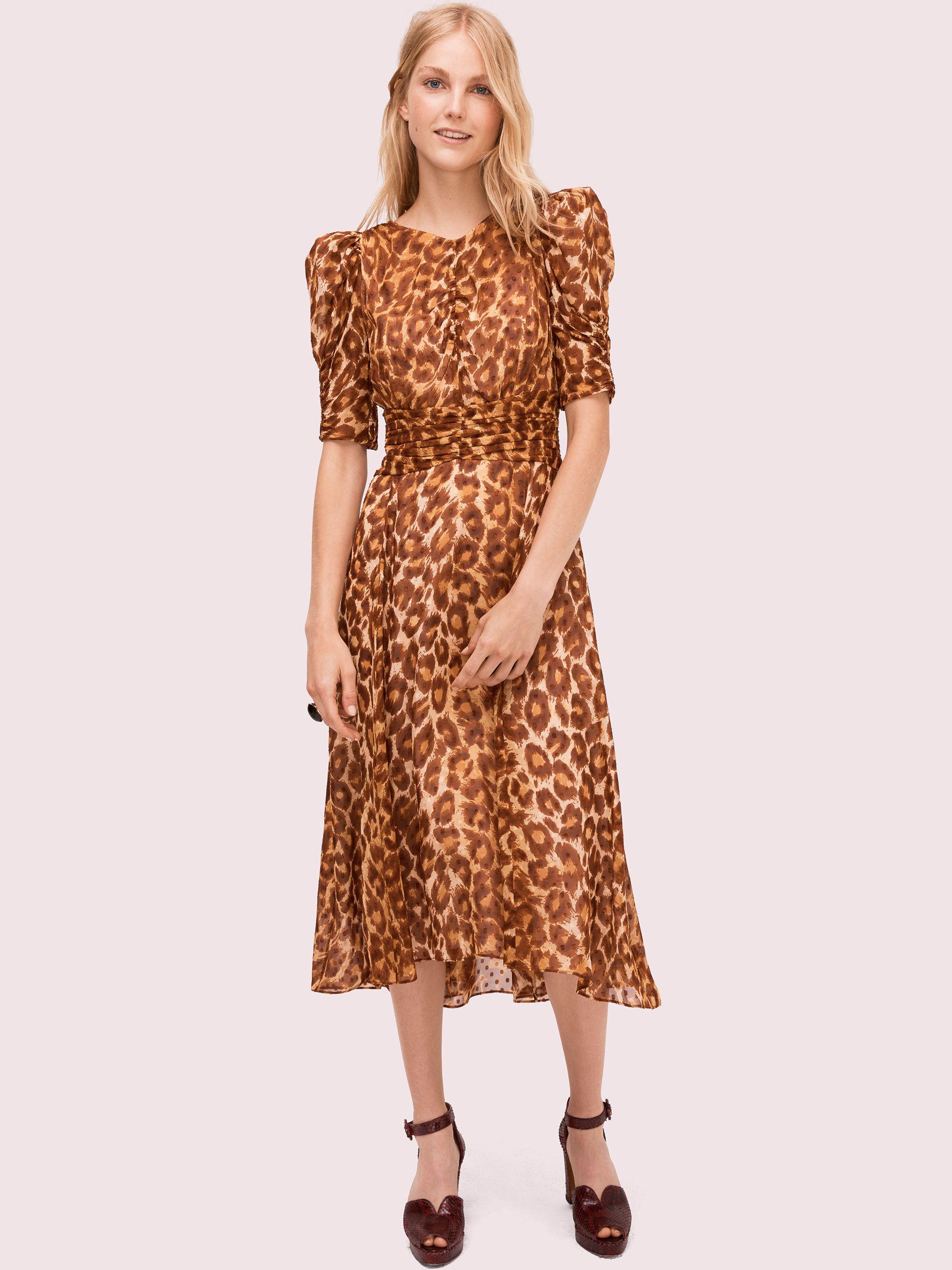 #PopbelaOOTD: Saatnya Tampil Beda dengan PakaianMotif Leopard