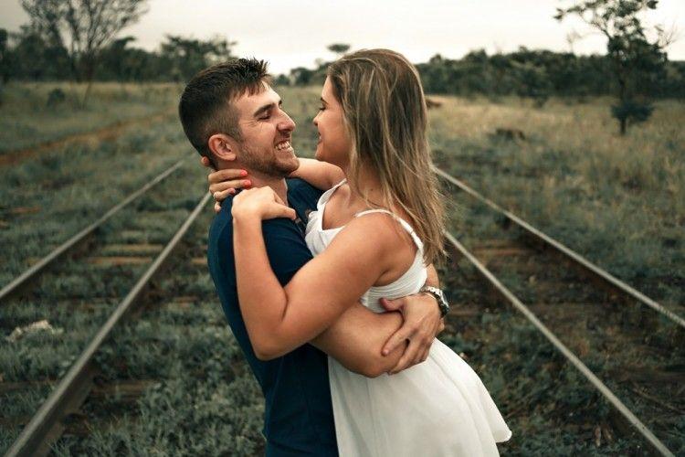 Psst... Ini 5 Tips Ampuh Bikin Pria Tergila-gila Kepadamu