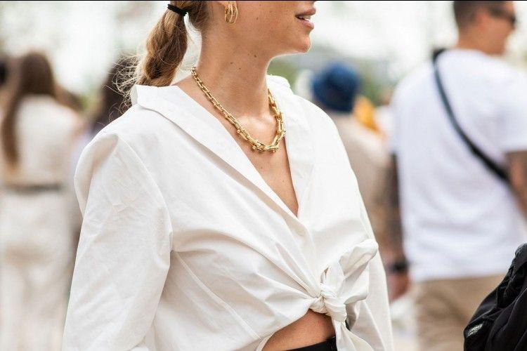 Tips Memakai Kalung Sesuai Bentuk Kerah Pakaian
