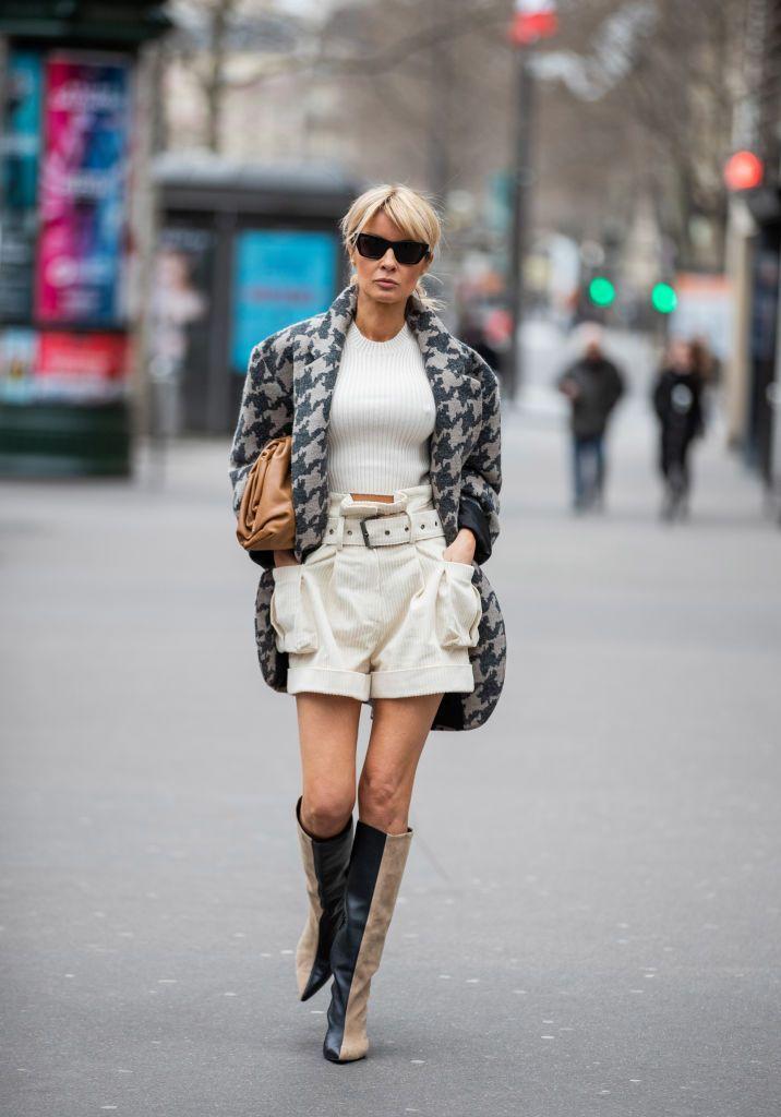Tips Bergaya Kasual yang Chic dengan Paperbag Shorts