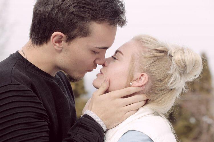 6 Zodiak Paling Sensual yang Bisa Membuat Pasangannya Bergairah