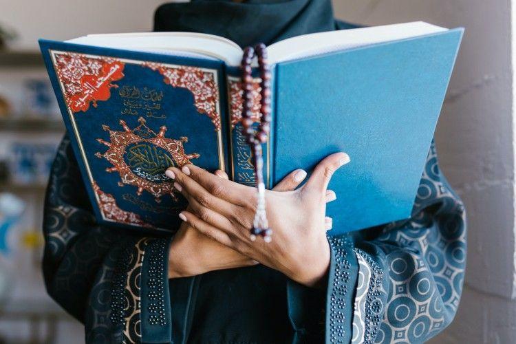 Bantu Melapangkan Kubur, Ini Bacaan Doa Tahlil dan Artinya