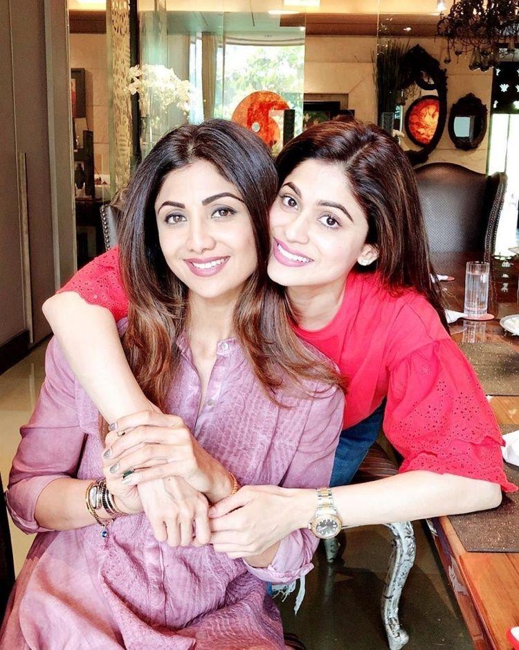 9 Potret Kedekatan Artis Bollywood dan Saudara Kandung, Sibling Goals!