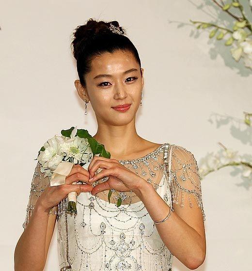 Bagaikan Drama Korea, Ini 4 Kisah Cinta Jun Ji Hyun & Choi Joon Hyuk