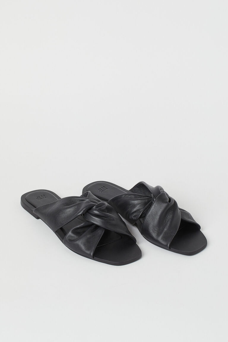 #PopbelaOOTD: Sandal Modis yang Cocok Digunakan saat Cuaca Tak Menentu