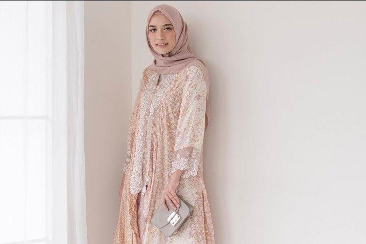 Ide Pakaian Hijab dengan Celana yang Cocok untuk Hadiri Pesta