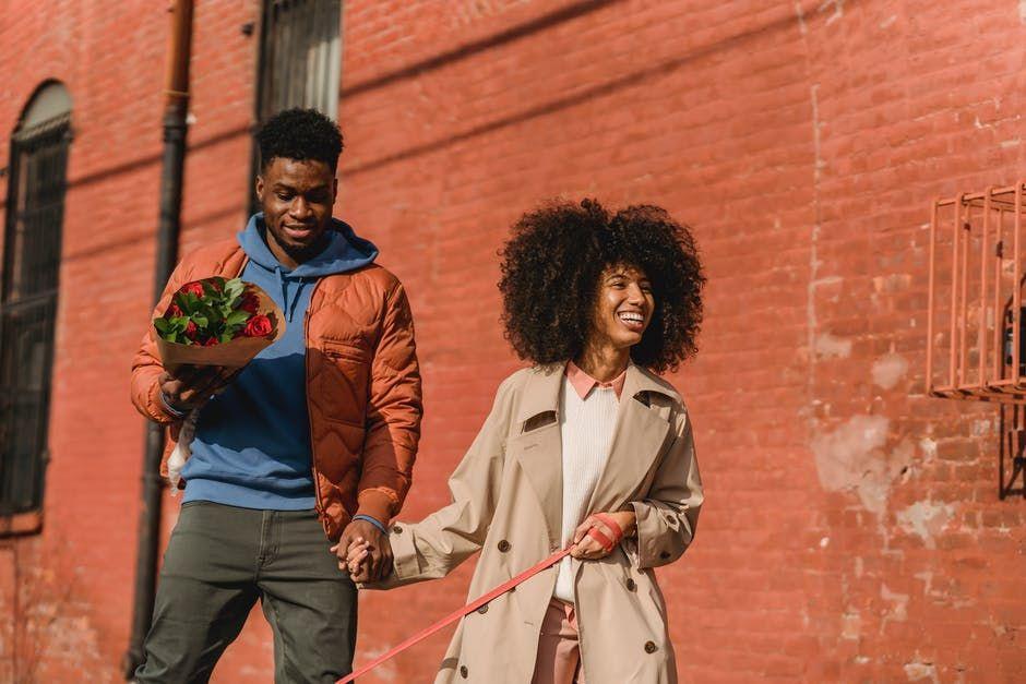 7 Perilaku Perempuan Saat PDKT yang Bikin Para Lelaki Ilfeel