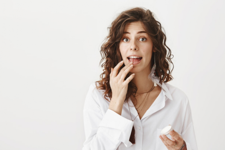 Lip Scrub Alami yang Bisa Dibuat dari Bahan-bahan di Rumah