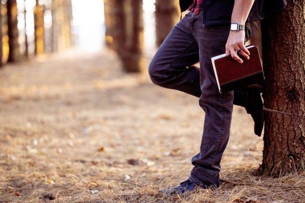 7 Alasan Menarik Mengapa Kamu Perlu Mengencani Pria Kutu Buku