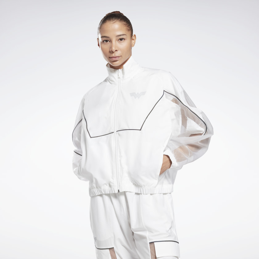 #PopbelaOOTD: Kumpulan Track Jacket Keren untuk Cewek Sporty!