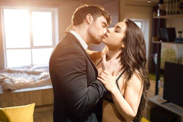 6 Tanda Pasangan Menikmati Momen Bercinta Denganmu