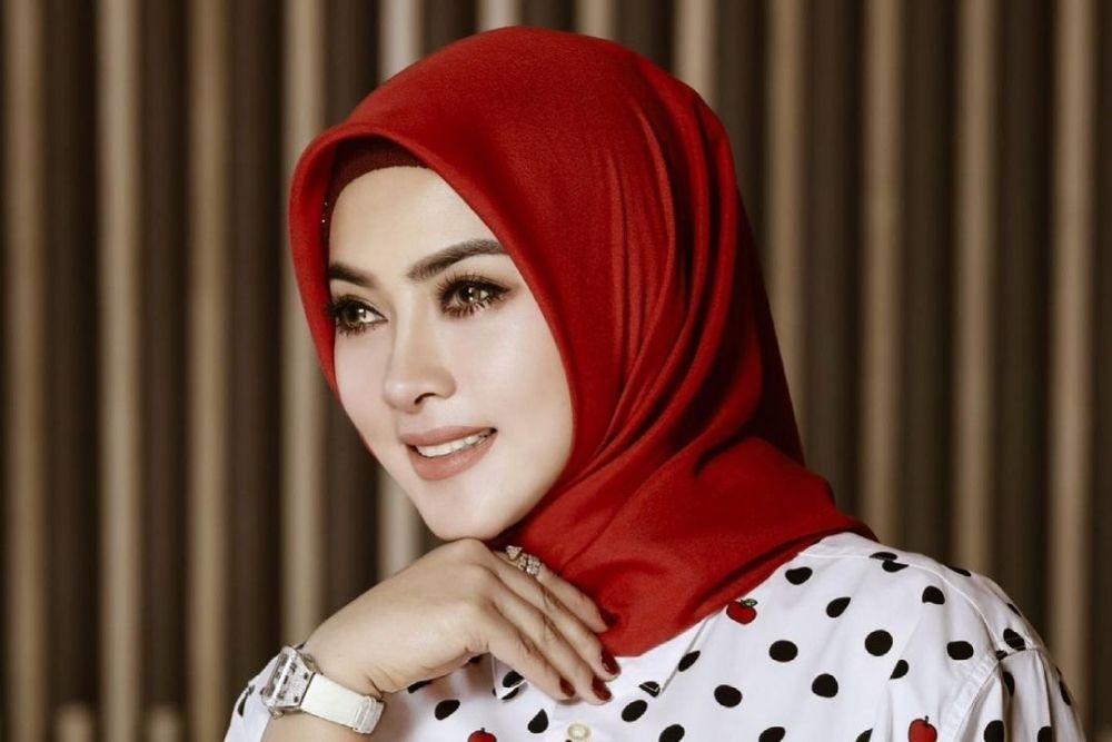 7 Potret Terkini Syahrini Kenakan Hijab, Bikin Hati Adem!