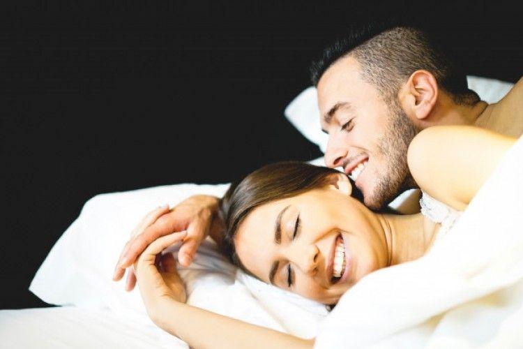 7 Fakta Mengenai Seks ASMR, Memberikan Sensasi Rileks Saat Bercinta