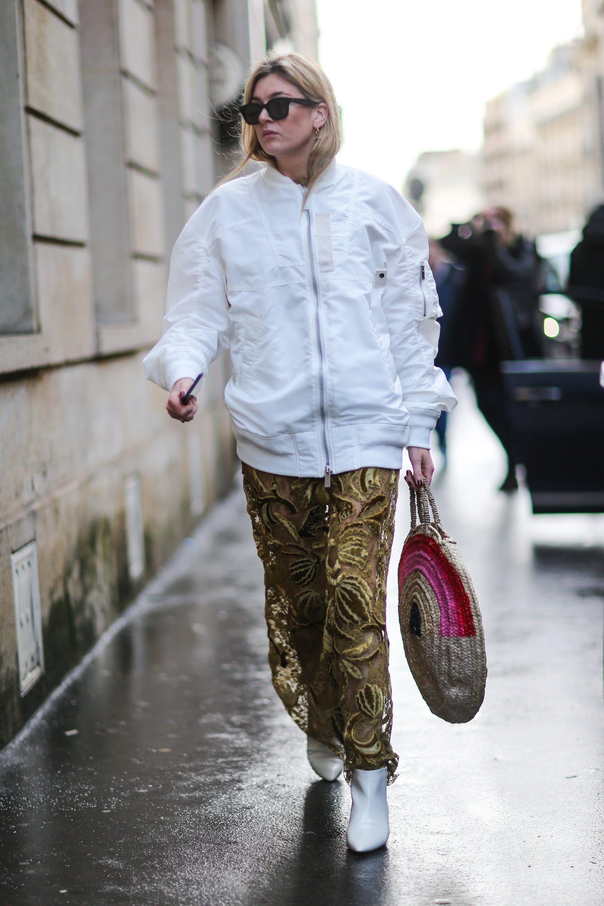 Tips Pakai Jaket Bomber yang High Fashion