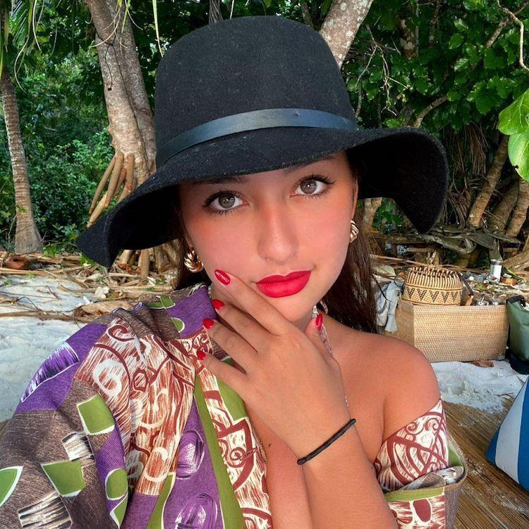 Berani Tampil Buka-bukaan, 7 Potret Sensual Jennifer Coppen