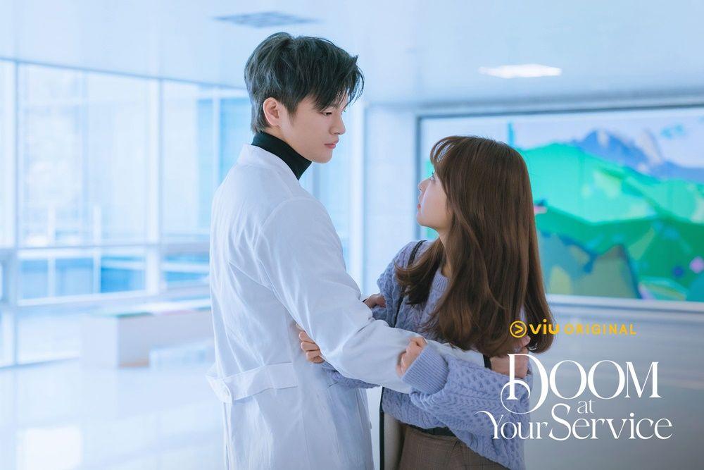 Adu Chemistry 3 Pasangan di Drama 'Doom At Your Service', Susah Milih!