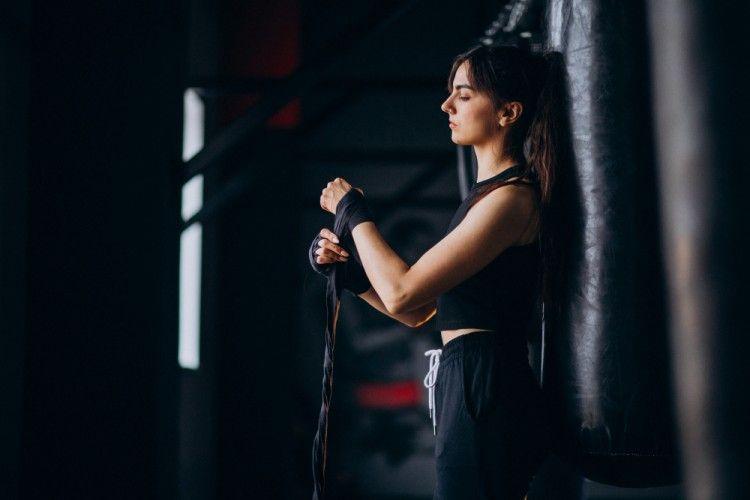 5 Olahraga yang Ampuh Untuk Mengencangkan Lengan Bergelambir