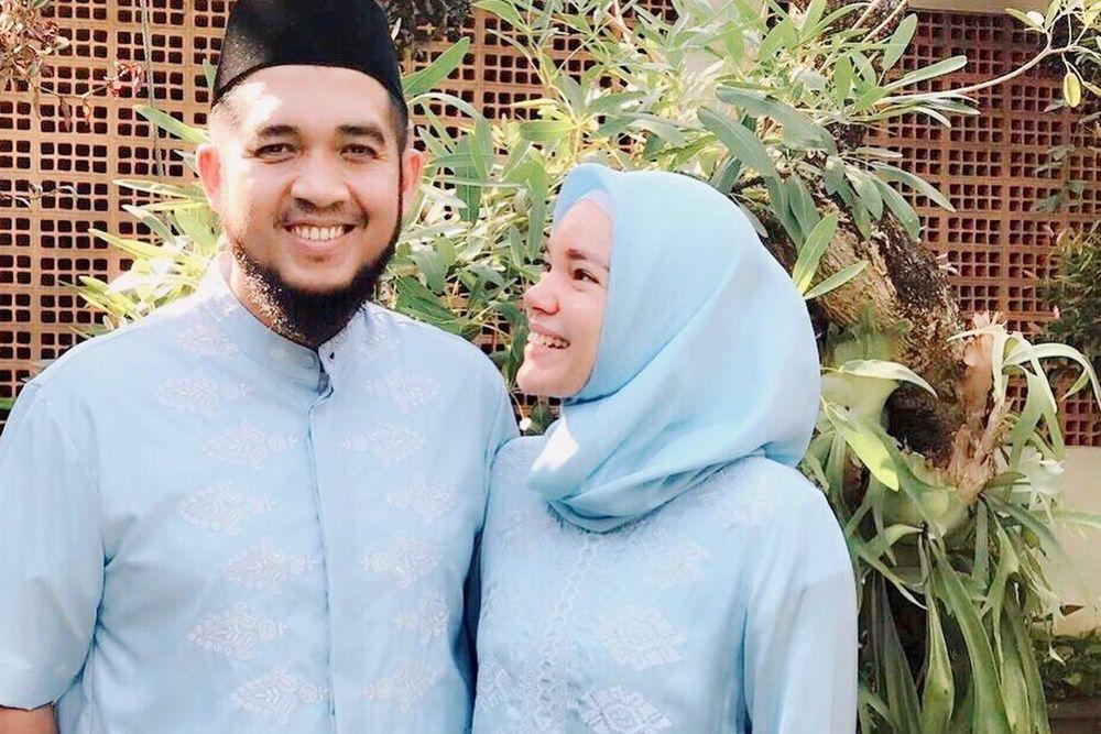 Jarang Diumbar, Begini Perjalanan Cinta Dewi Sandra dan Agus Rahman