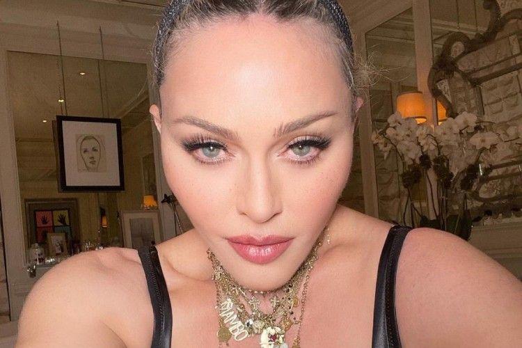 Usia 62 Tahun, Madonna Foto Pakai Bra Bagikan 'Spoiler'!
