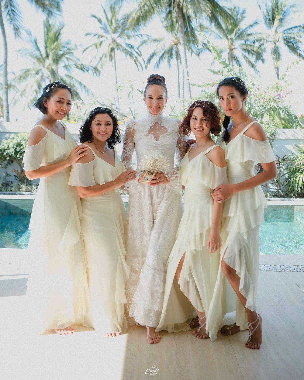 Bestie Abis! Ini 9 Potret Bridesmaid Dampingi Artis Saat Menikah