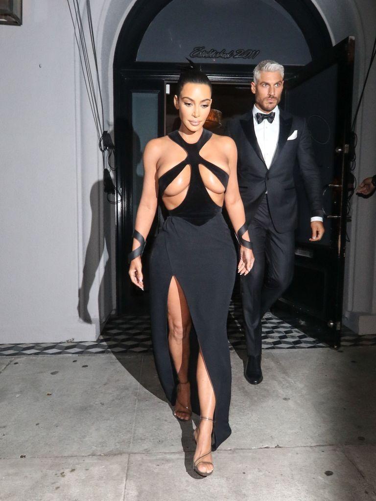 Pertontonkan Payudara, Ini 7 Dress Seksi Milik Kim Kardashian