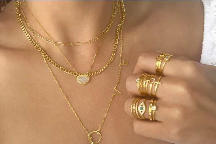 Cara Mudah Bersihkan Perhiasan Imitasi Supaya Tetap Mengilap