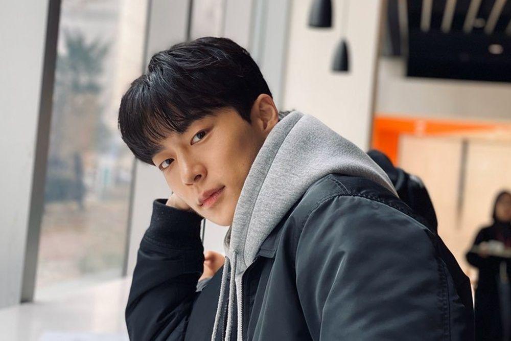 Bersinar di 'At a Distance Spring is Green', Ini 5 Fakta Bae In Hyuk