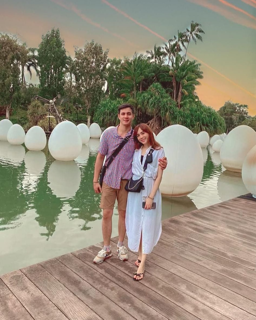 Aktor Ikatan Cinta, 10 Adu Mesra Ikbal Fauzi & Carlo Milk Bareng Istri
