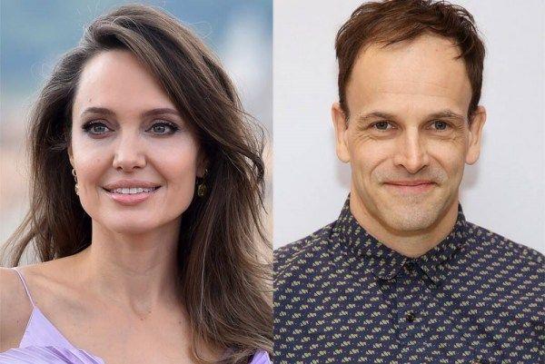Dikabarkan Balikan, Ini 4 Fakta Hubungan Angelina Jolie & Mantan Suami