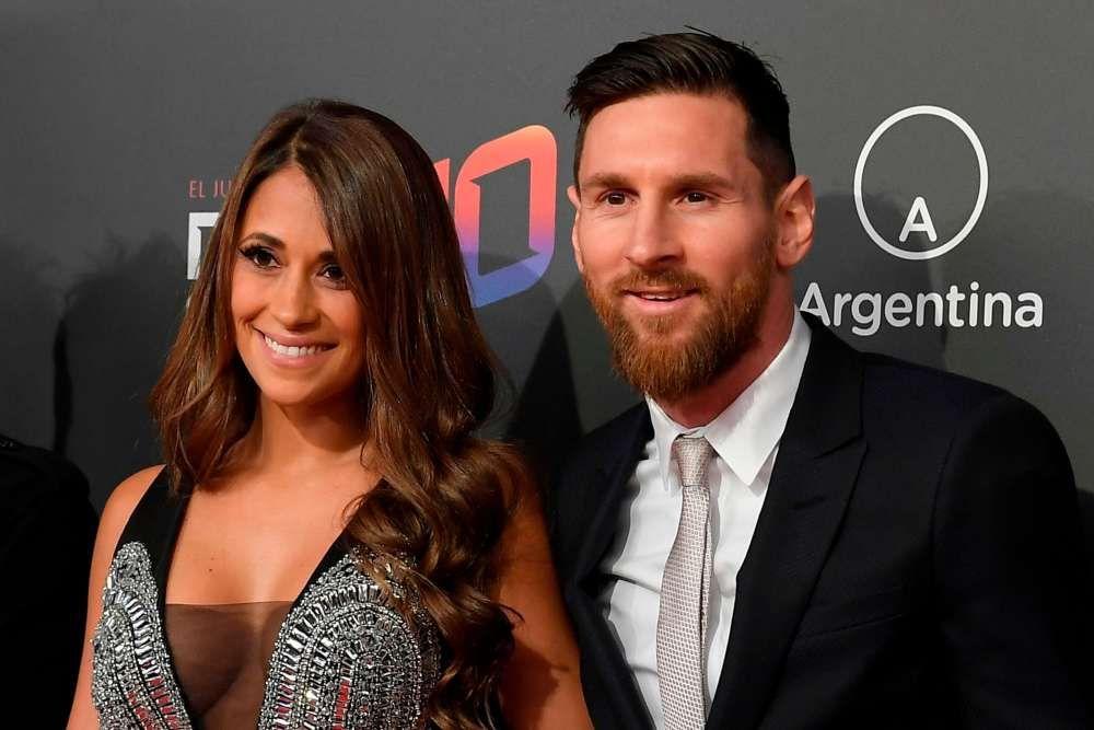 8 Kisah Cinta Pesepak Bola Ternama dan Pasangannya yang Cantik Banget!