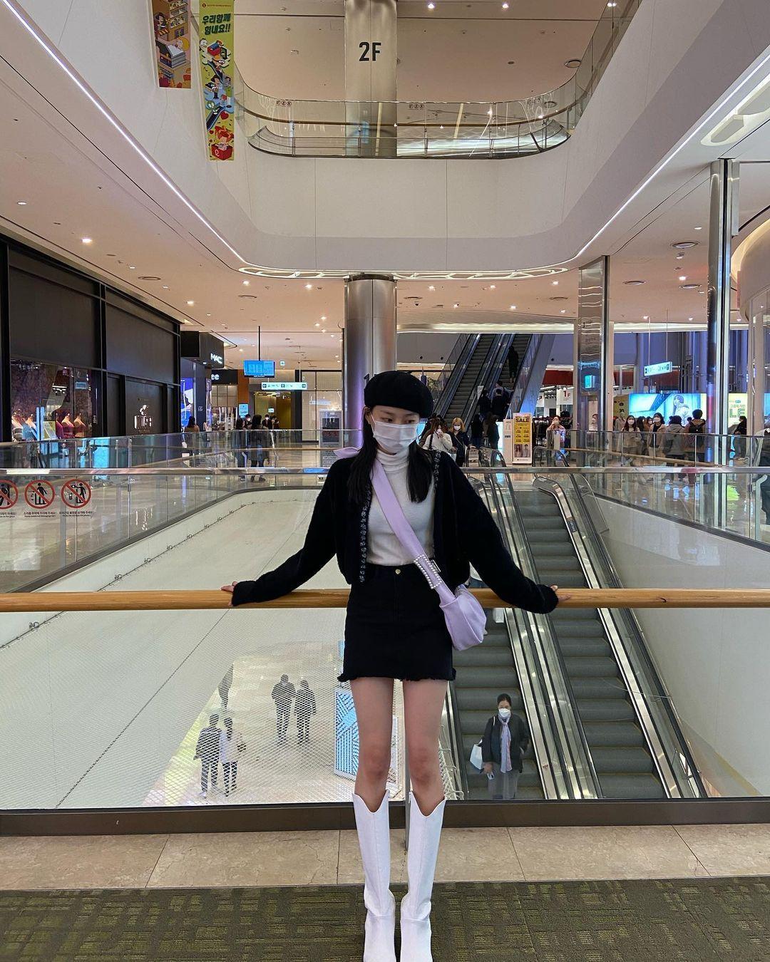 Intip Potret Yeeun, Member CLC yang Siap Debut Akting Film Horror
