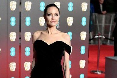 10 Potret Menawan Angelina Jolie, Cantik Nggak Luntur