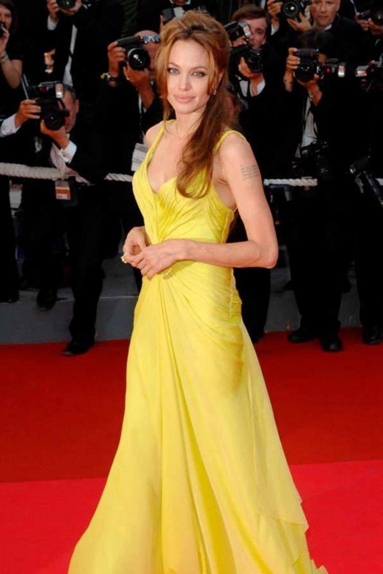 10 Potret Menawan Angelina Jolie, Cantiknya Nggak Luntur!